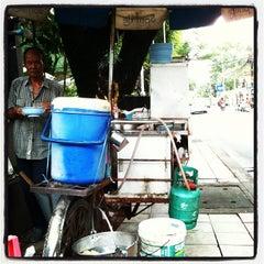 Photo taken at ซอยสุขุมวิท 53 (Sukhumvit 53) by Yutthapon C. on 10/17/2011