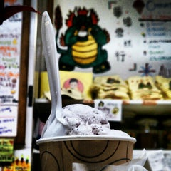 Photo taken at The Original Chinatown Ice Cream Factory 華埠雪糕行 by Pam ☕️ O. on 8/11/2012