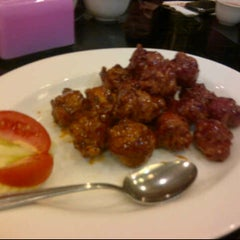 Photo taken at Ta Shanghai Restaurant ( 大上海饭店) by wiwi on 8/6/2012