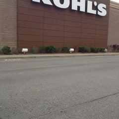 Photo taken at Kohl's by Bayron M. on 8/8/2012