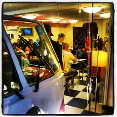 Photo taken at Jack's Burger & Grill by Tércio M. on 5/28/2012
