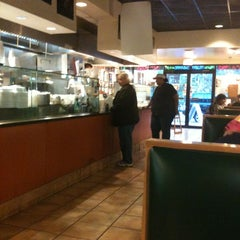 Photo taken at Palisades Pizzeria & Clam Bar by George M. on 4/10/2012