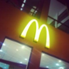 Photo taken at McDonald's by Xavi M. on 7/29/2012