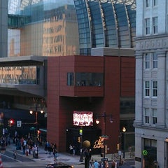 Photo taken at Kimmel Center for the Performing Arts by Jayson M. on 8/26/2012