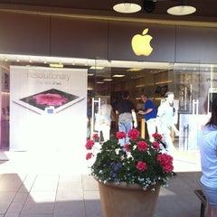 Photo taken at Apple Store, Corte Madera by Thomas W. on 6/12/2012