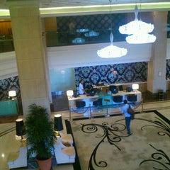 Photo taken at Promenade Hotel by Amuzo K. on 4/19/2012