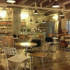 Photo taken at 아모카 (CAFÉ  AMOKKA) by Hyewon C. on 5/21/2012