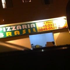 Photo taken at Pizzaria Brasil by Elton N. on 5/27/2012