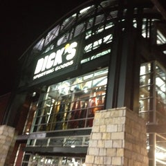 Photo taken at Dick's Sporting Goods by Michel O. on 9/6/2012
