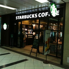 Photo taken at Starbucks Coffee 東京ミッドタウン コンプレックス スタジオ店 by goinzane on 6/20/2012