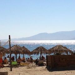 Photo taken at Παραλία Πλάκας (Plaka Beach) by Sofaki ☀. on 8/6/2012