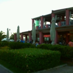 Photo taken at T.G.I. Friday's by Pavlos E. on 6/29/2012
