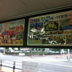 Photo taken at 박정자의 우리집만두 by Seongyeol Y. on 7/17/2012