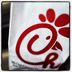 Photo taken at Chick-fil-A by Kenneth Ryan J. on 7/28/2012