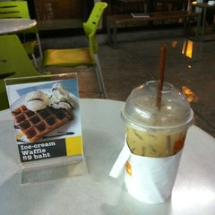 Photo taken at Zana's Bean Coffee by Suparerg W. on 2/2/2012