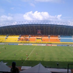 Photo taken at Stadion Gelora Sriwijaya (GSJ) by Lady Havivi J. on 7/5/2012
