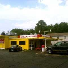 Photo taken at Willie's Wee-Nee Wagon by Rob H. on 6/5/2012