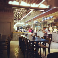 Photo taken at Food Republic (ฟู้ด รีพับลิค) by Pawin N. on 3/22/2012