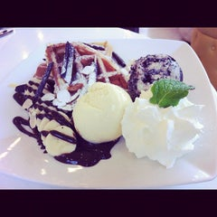 Photo taken at iberry (ไอเบอร์รี่) by Bella U. on 8/22/2012