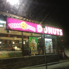 Photo taken at Yum Yum Donuts by Ryoga V. on 3/29/2012