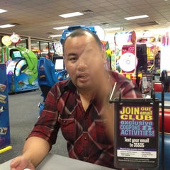 Photo taken at Chuck E. Cheese's by Sonny Q. on 8/25/2012