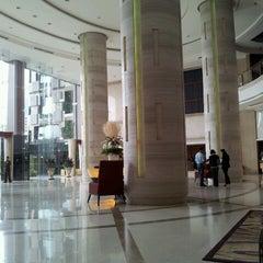 Photo taken at The Grand FourWings Convention Hotel (โรมแรมเดอะแกรนด์โฟร์วิงส์) by Athlons T. on 8/11/2012