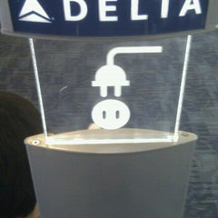Photo taken at Delta Air Lines Ticket Counter by Merlijn H. on 6/8/2012