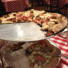 Photo taken at Grimaldi's Pizzeria by Knockout Nate M. on 6/18/2012