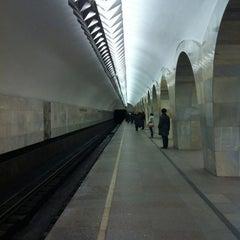 Photo taken at Метро Кузнецкий мост (metro Kuznetsky Most) by Lee on 4/6/2012