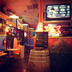 Photo taken at Los Cantaros Taqueria by Naren T. on 3/27/2012