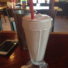 Photo taken at Red Robin Gourmet Burgers by Jason T. on 5/31/2012