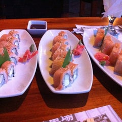 Photo taken at Sushi Itto by Yanis V. on 6/6/2012