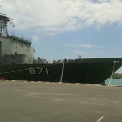 Photo taken at เรือหลวงจักรีนฤเบศร (HTMS Chakri Naruebet) by takky t. on 6/8/2012