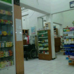 "Photo taken at apotek ""KIMIA FARMA"" Mojokerto by bhakti u. on 3/31/2012"