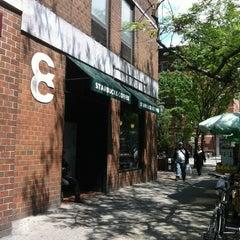Photo taken at Starbucks by rádulyorsi on 5/30/2012
