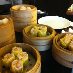 Photo taken at Singapore Food Republic by Stefan S. on 2/20/2012