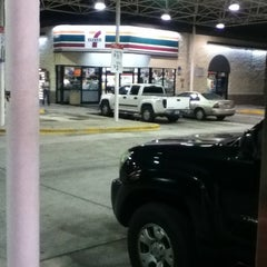 Photo taken at 7-Eleven by Flavio R. on 3/30/2012