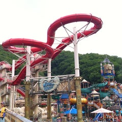 Photo taken at 오션월드 (Ocean World) by Seulgi K. on 6/29/2012