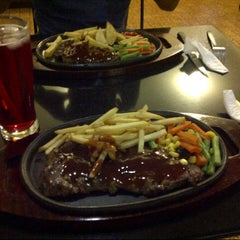 Photo taken at Favorite Steak Malioboro by Rahma R. on 7/8/2012