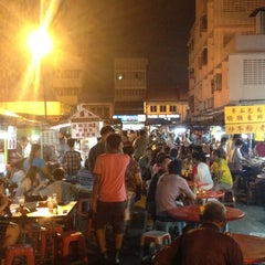 Photo taken at Wai Sek Kai 為食街 by Shanker J. on 6/30/2012
