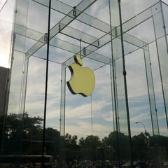 Photo taken at Apple Store, West 14th Street by arkatPDA B. on 7/10/2012