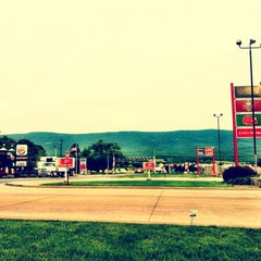 Photo taken at Sheetz by Evelina on 5/27/2012
