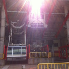 Photo taken at Roosevelt Island Tram by Bruno E. on 4/10/2012