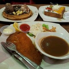 Photo taken at Sri Teja Food Court (Medan Selera) by Eyta A. on 9/9/2012