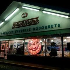 Photo taken at Krispy Kreme Doughnuts by De'Mesha A. on 4/12/2012