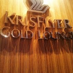 Photo taken at KrisFlyer Gold Lounge (Terminal 3) by Maria Nimfa T. on 8/28/2012