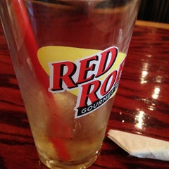 Photo taken at Red Robin Gourmet Burgers by Jon T. on 6/9/2012