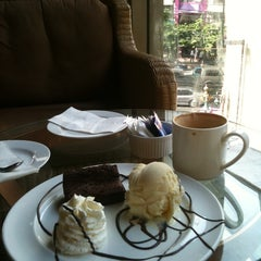 Photo taken at Chu Chocolate Bar & Café by NiDTa WiNiTa on 6/13/2012
