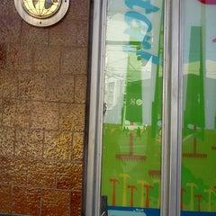 Photo taken at MUNI Bus Stop - 4th & Market by Jose C. on 3/9/2012