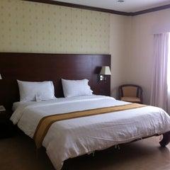 Photo taken at Thai Garden Resort (ไทยการ์เด้น รีสอร์ท) by Nam Thitiporn C. on 6/9/2012